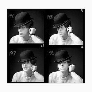 David Bowie enmarcado en negro por Gerald Fearnley