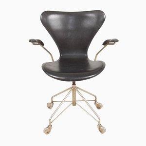 Chaise de Bureau Modèle 3117 en Cuir Patiné par Arne Jacobsen pour Fritz Hansen, 1960s