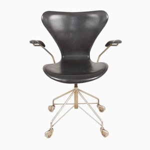 Schreibtischstuhl Modell 3117 aus patiniertem Leder von Arne Jacobsen für Fritz Hansen, 1960er Jahre