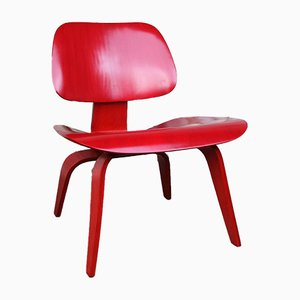 Poltrona LCW rossa di Charles & Ray Eames per Evans Products Company, 1948