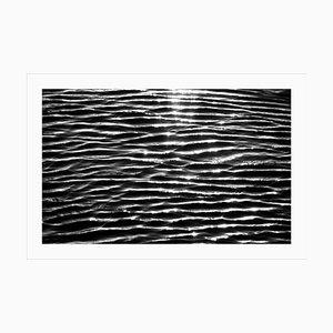 Großer schwarz-weißer Giclée Druck von Tranquil Water Patterns, Seascape, 2021