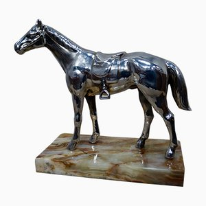 Versilberte Pferdeskulptur