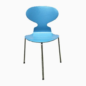 Blauer geschwungener Mid-Century Stuhl aus massivem Holz von Fritz Hansen, 1970er