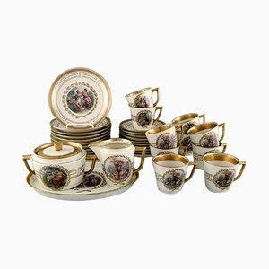 Servicio de café para 10 personas de porcelana con escenas románticas de Royal Copenhagen. Juego de 33