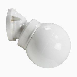 Weiße Vintage Opalglas Wandlampe aus Porzellan