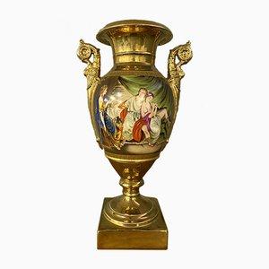 Jarrón de porcelana con fondo dorado