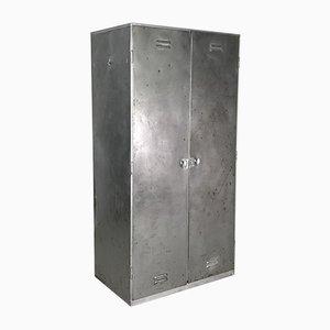 Industrieller Vintage Schrank aus gebürstetem Stahl