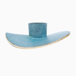 Portacandela Endurance in ottone blu patinato di Marion Mezenge
