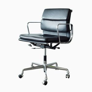 EA217 Soft Pad Management Chair by Charles and Ray Eames for Vitra