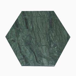 Plato hexagonal de mármol verde y corcho de Fiammettav Home Collection