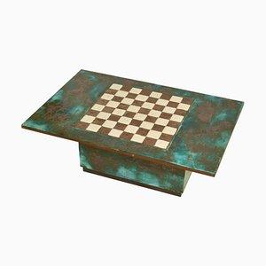 Spieltisch mit handgemeißeltem Schachbrett aus Keramik