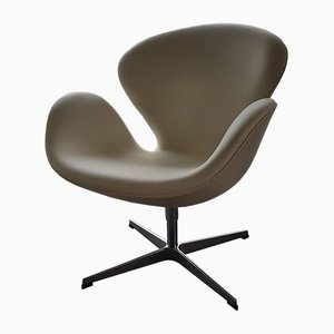 Swivel Swan Chair in White Leather by Arne Jacobsen for Fritz Hansen