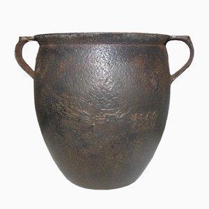 Jarrón antiguo de hierro fundido