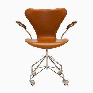 Drehbarer Cognacfarbener 3217 Schreibtischstuhl von Arne Jacobsen