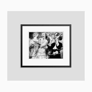 Elvis Hysteria Archival Pigmentdruck in Schwarz von Phillip Harrington