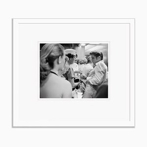 Elvis with Fans Archivdruck in Weiß von Phillip Harrington