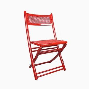 Sedia pieghevole rossa con seduta in vimini, anni '70