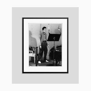 The King Recording, Archival Pigment Print Gerahmt in Schwarz