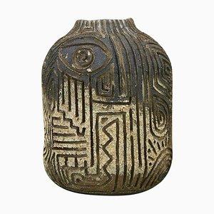 Skulpturale Vase mit Figurativen Schnitzereien von Christina Muff