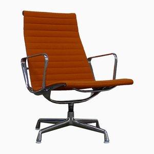 Poltrona EA116 di Charles & Ray Eames per Vitra