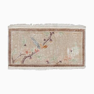 Floraler Beiger China Teppich aus reiner Seide mit Muster und Eingefasstem Rand