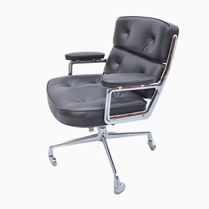 Mid-Century ES108 Black Leather Lounge Chair