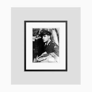 Elvis Presley Frankfurt Special Archival Pigment Print Gerahmte in Schwarz von Everett Collection