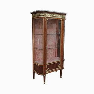 Louis XVI Intarsie, Geschwungenes Glas, Bronze & Marmor Vitrine mit Einer Tür, Spätes 19. Jh