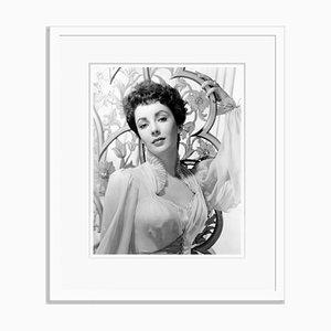 Elizabeth Taylor, Verführerischer Headshot, Weiß gerahmter Archival Pigment Print, Everett Collection