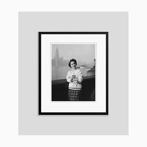 Elizabeth Taylor Standing in Front of the Houses of Parliament In London, Archival Pigment Print, Framed in Black, Everett Collection