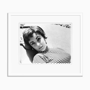 Young Elizabeth Taylor, Archival Pigment, Print in Weiß Eingerahmt, Everett Collection