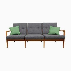 Kirschholz Sofa mit Grünen Kissen, 1960er