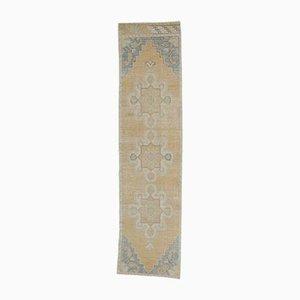 Türkischer Vintage Oushak Vintage 3x9 Läufer Teppich aus Bernsteinfarbener Wolle