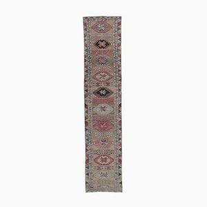 3x12 türkischer Vintage Oushak Läufer Teppich aus roter Wolle mit Knöpfen
