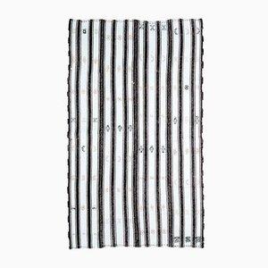 Handgefertigter türkischer Vintage 5 × 8 Oushak Kelim Teppich aus schwarzer Wolle