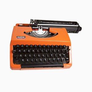 Macchina da scrivere arancione 210 di Brother, anni '80