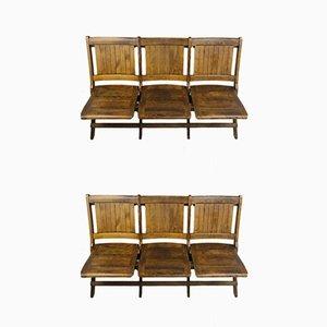 Sillas de teatro de tres plazas plegables de madera con el estilo de Heywood Wakefield. Juego de 2