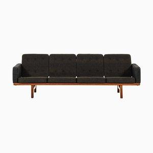Sofá modelo Ge 236/4 de Hans Wegner para Getama