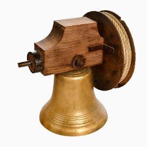 Campana de bronce con sistema de polea