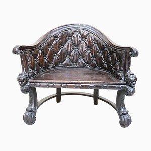 Poltrona antica in legno di noce intagliato, fine XVIII secolo