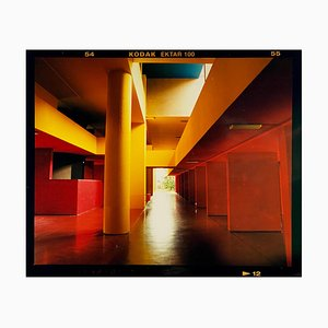 Utopisches Foyer II, Mailand, Italienische Architektonische Städtische Farbfotografie, 2020
