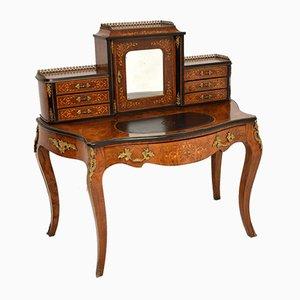 Schreibtisch aus Nussholz mit Intarsien