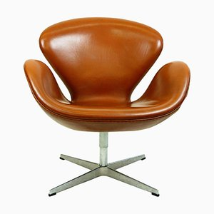 Swan Chair in pelle marrone di Arne Jacobsen per Fritz Hansen