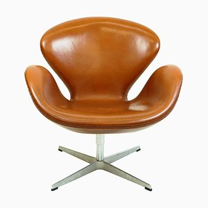 Brown Leather Swan Chair by Arne Jacobsen for Fritz Hansen