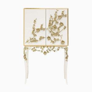 Mueble bar con flores