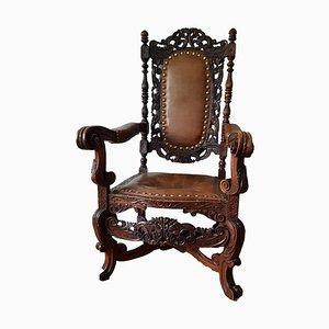 Antiker Armlehnstuhl aus geschnitztem Holz