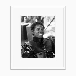 Flynn in Kostüm auf Weiß von Everett Collection gerahmtem Archival Pigment Print