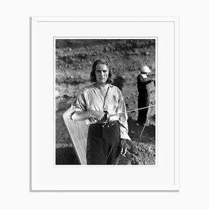 Errol Flynn als Captain Bloody Archivdruck in Weiß von Everett Collection in Weiß gerahmt