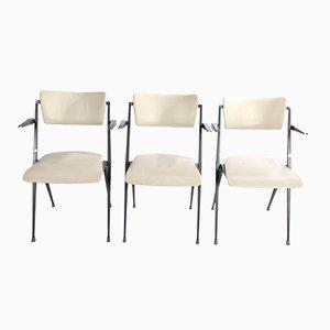 Weiße Pyramid Chairs von Wim Rietveld für Ahrend de Cirkel, 1964, 3er Set