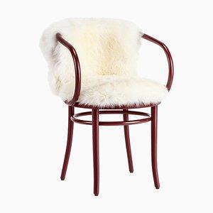 Roter Wiener Stuhl mit Weißem Fell von Thonet
